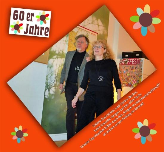 """Sabine Burmeister und Detlev Becker beim Karaoke-Singen auf der 60er Party. Unsere Top-Musikanten leiten auch das """"Singen im Nachbarschaftstreff"""" an jedem ersten Freitag im Monat."""