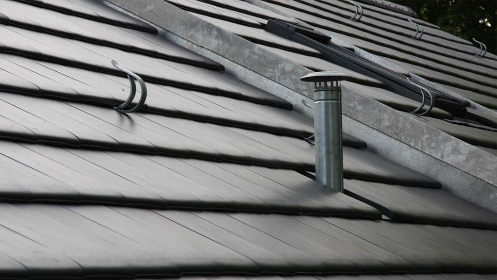 Das erneuerte Dach mit einem Anthrazit Ziegelstein